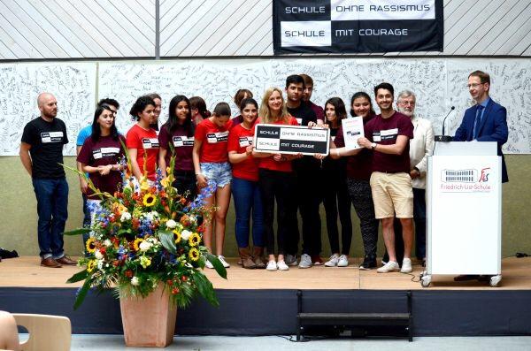 """Verleihung des """"Titels Schule ohne Rassismus – Schule mit Courage"""""""